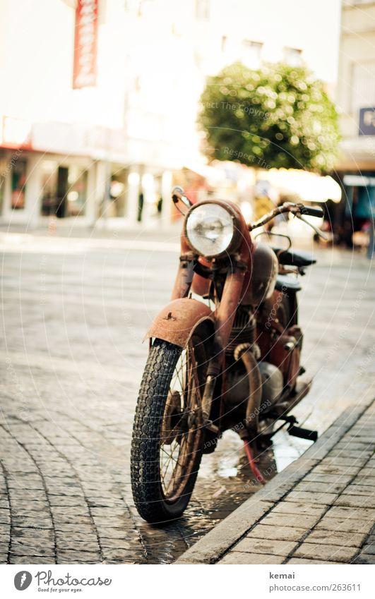 Old bike Freizeit & Hobby Ferien & Urlaub & Reisen Freiheit Städtereise Sommer Sommerurlaub Sonne Kleinstadt Stadtzentrum Menschenleer Verkehr Verkehrsmittel