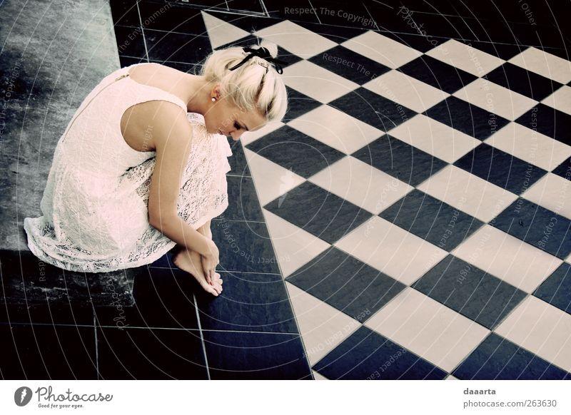 Mensch Frau Jugendliche schön schwarz Erwachsene feminin Haare & Frisuren Glück Kunst Gesundheit Körper blond elegant sitzen Erfolg