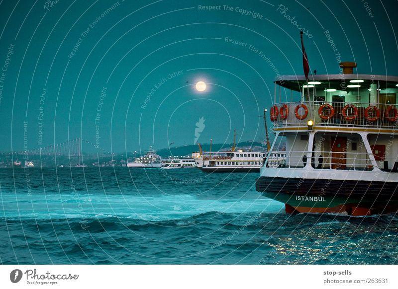 Bosphorus 9pm Himmel blau Wasser Meer Umwelt Landschaft dunkel Küste Wasserfahrzeug Wellen ästhetisch Urelemente Hafen Bucht Schifffahrt Mond