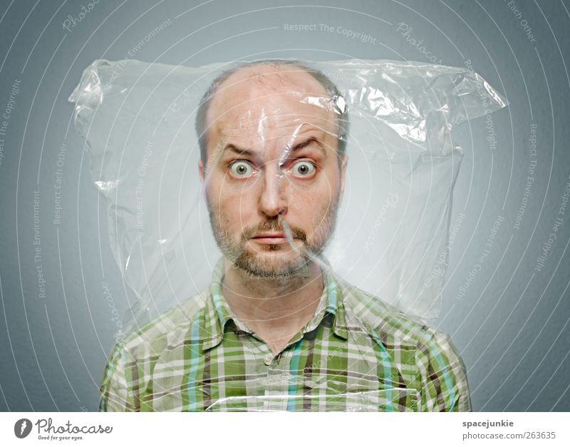 Abgepackt Mensch grün Gesicht Erwachsene lustig maskulin außergewöhnlich verrückt beobachten gruselig skurril Gesichtsausdruck seltsam Humor Entsetzen
