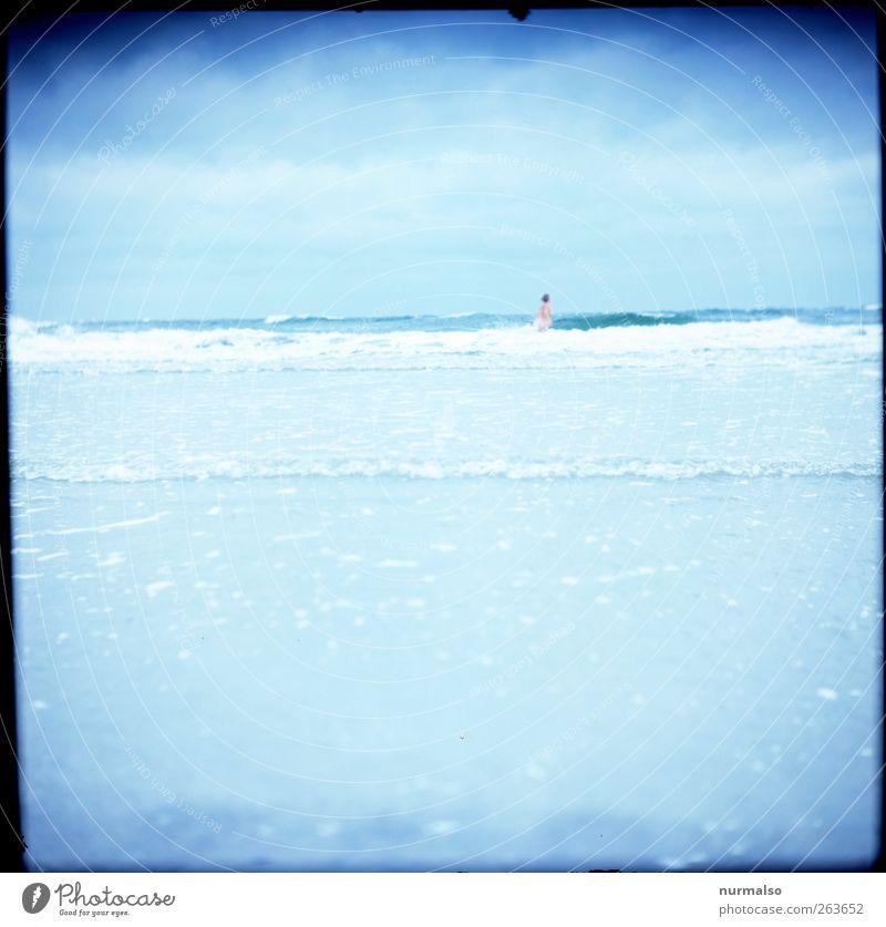 baden gehen Mensch Natur Wasser Ferien & Urlaub & Reisen Meer Strand Freude Leben feminin Herbst Wärme Gesundheit Wellen Wind Körper Freizeit & Hobby