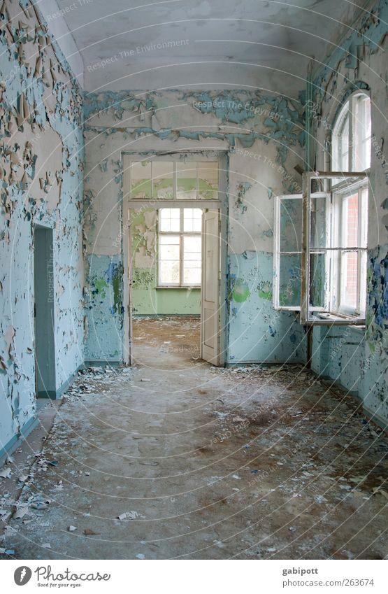 wenn du eine Tür schließt alt blau Stadt Haus Ferne Fenster Wand Architektur Wege & Pfade Mauer Gebäude braun außergewöhnlich Häusliches Leben Bodenbelag