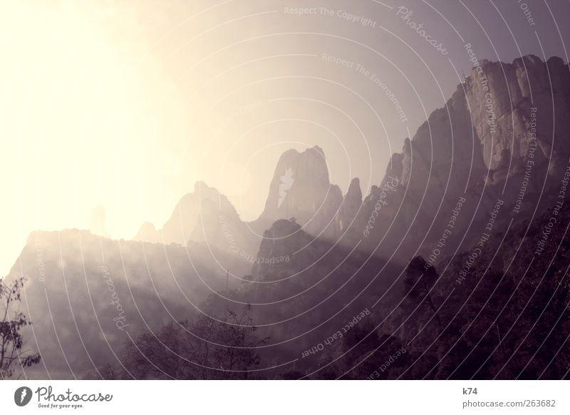 montserrat Himmel Natur Sonne Landschaft Berge u. Gebirge Umwelt gelb Wärme Stein Felsen leuchten groß Schönes Wetter Gipfel violett Bergsteigen