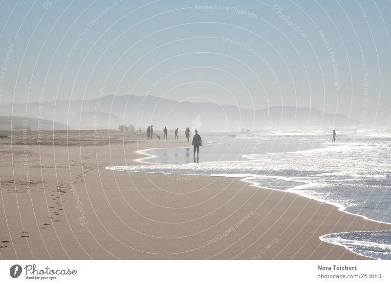 Dem Fernen so nah Mensch Himmel Natur Wasser Ferien & Urlaub & Reisen Meer Sommer Strand Erholung Umwelt Landschaft Berge u. Gebirge Freiheit Menschengruppe