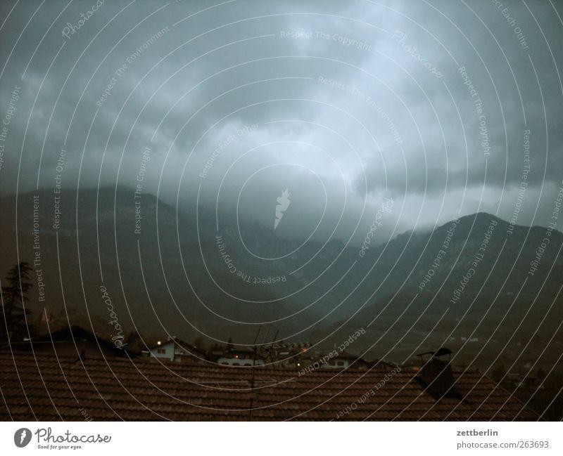 Altes Foto aus Tirol Umwelt Natur Landschaft Pflanze Klima Klimawandel Wetter schlechtes Wetter Unwetter Wind Sturm Gewitter Berge u. Gebirge Gipfel Wolken