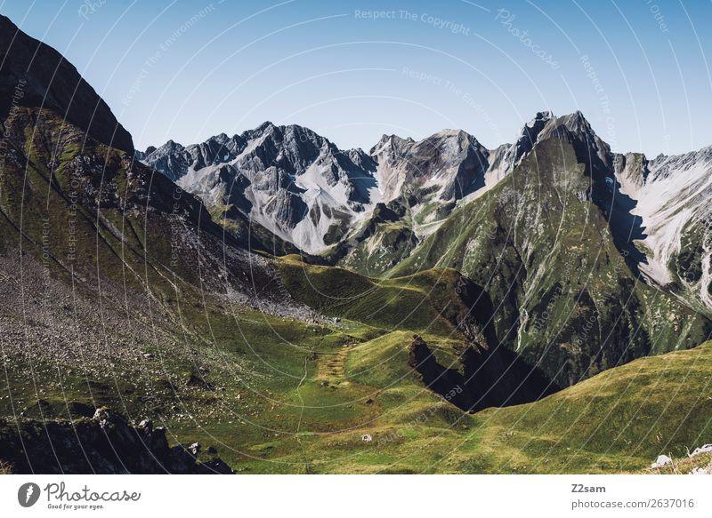 Blick von der Memminger Hütte Abenteuer Berge u. Gebirge wandern Natur Landschaft Schönes Wetter Wiese Alpen Gipfel Ferne gigantisch hoch natürlich grün