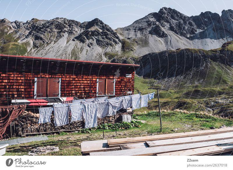 Wäsche trocknen auf einer Almhütte Natur Ferien & Urlaub & Reisen Sommer Landschaft Einsamkeit Berge u. Gebirge natürlich Freizeit & Hobby wandern frisch Idylle