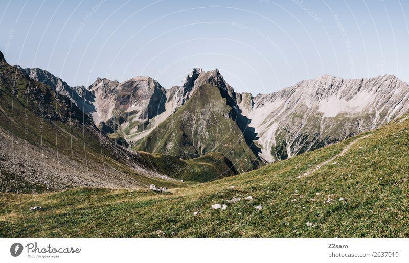 Blick zurück Richtung Memminger Hütte Natur Sommer grün Landschaft Einsamkeit Berge u. Gebirge natürlich Wiese Freizeit & Hobby wandern Aussicht Idylle