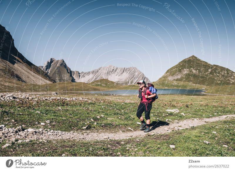 Wandern am unteren Seewisee | E5 Natur Ferien & Urlaub & Reisen Jugendliche Junge Frau Sommer Landschaft Einsamkeit Berge u. Gebirge 18-30 Jahre Erwachsene