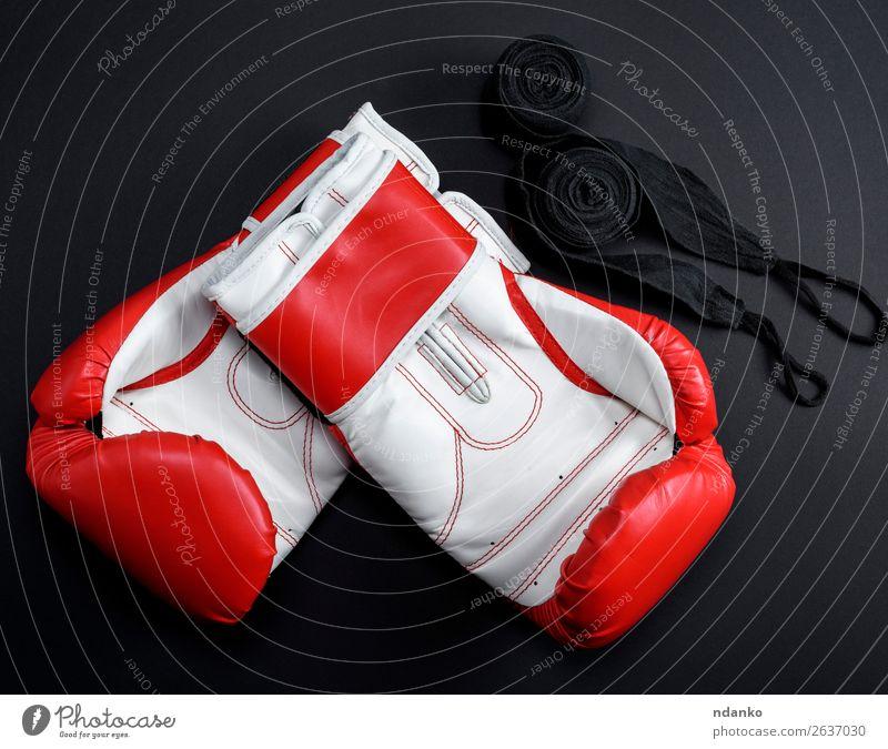 Paar rote Leder-Boxhandschuhe und ein schwarzer Textilverband. Stil Sport Erfolg Frau Erwachsene Bekleidung Accessoire Handschuhe Fitness oben weiß Schutz Farbe