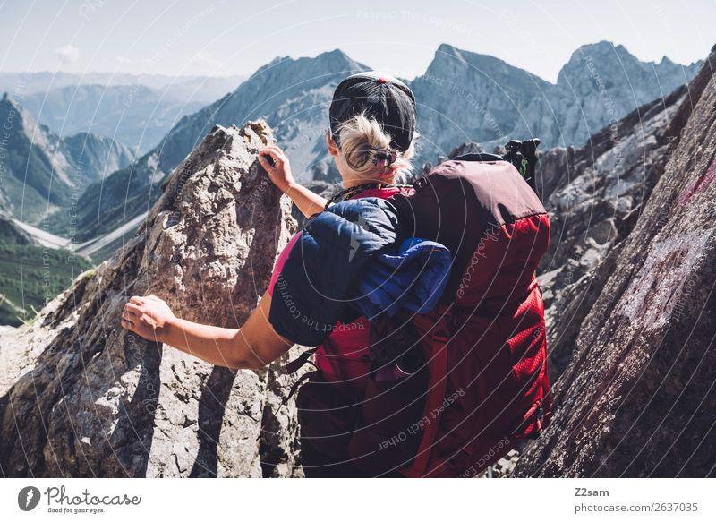 Blick Richtung Zams | Seescharte E5 Freizeit & Hobby Ferien & Urlaub & Reisen Abenteuer Berge u. Gebirge wandern Junge Frau Jugendliche 18-30 Jahre Erwachsene