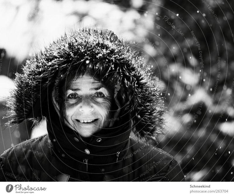 Nun is aber bald Schluss mit Winter Freude Mensch Frau Erwachsene Senior Leben Kopf Gesicht Auge Nase Mund Lippen Zähne 1 45-60 Jahre beobachten Schneefall kalt