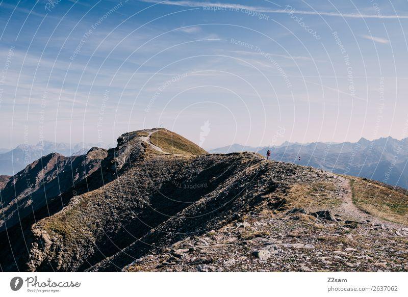 Wanderer auf dem Venet Gipfel   E5 Mensch Natur Sommer Landschaft Einsamkeit Berge u. Gebirge Wege & Pfade Sport Freiheit Freizeit & Hobby wandern Abenteuer