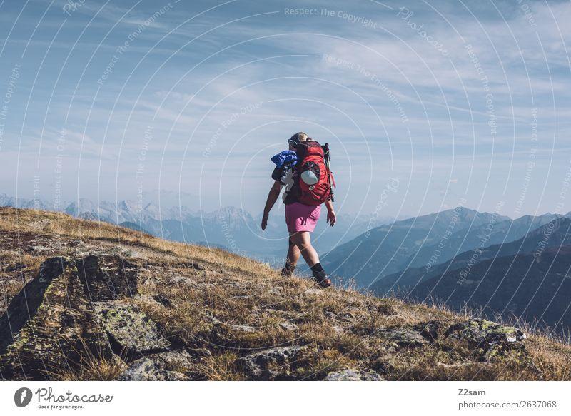 Wanderer auf Gebirgskamm im Pitztal | E5 Abenteuer wandern Junge Frau Jugendliche Natur Landschaft Himmel Schönes Wetter Alpen Berge u. Gebirge Gipfel