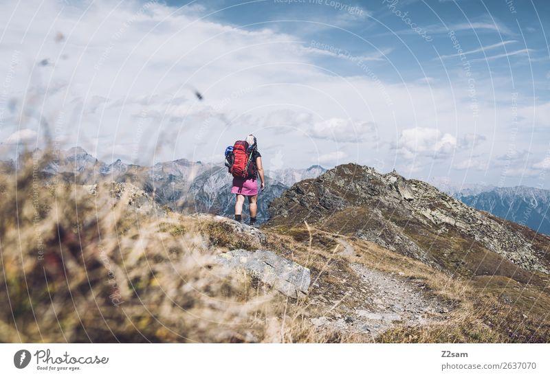 Junge Frau auf Alpenüberquerung   Pitztal   E5 Ferien & Urlaub & Reisen Natur Jugendliche Sommer Landschaft Einsamkeit Berge u. Gebirge Gras Freiheit wandern