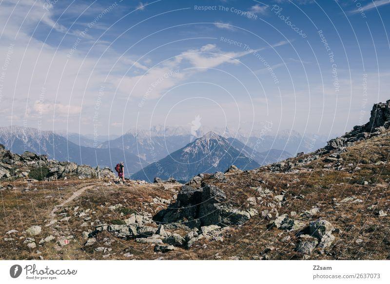 Junge Frau auf Alpenüberquerung   E5 Mensch Himmel Ferien & Urlaub & Reisen Natur Sommer blau Landschaft Ferne Berge u. Gebirge Umwelt natürlich wandern Idylle