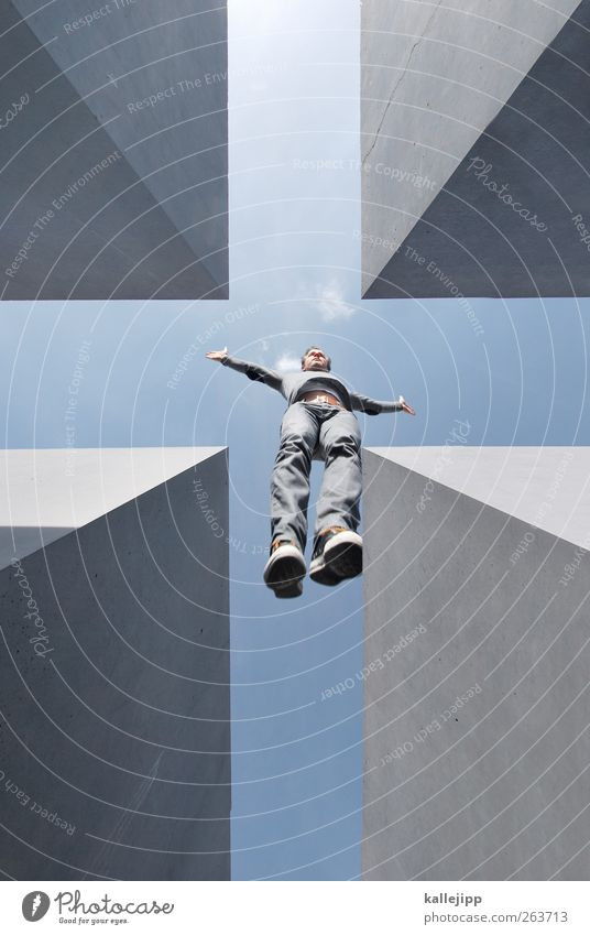 + Mensch Himmel Himmel (Jenseits) Tod Berlin Freiheit grau Religion & Glaube springen Feste & Feiern Beton Symbole & Metaphern Zeichen Kreuz Denkmal aufwärts