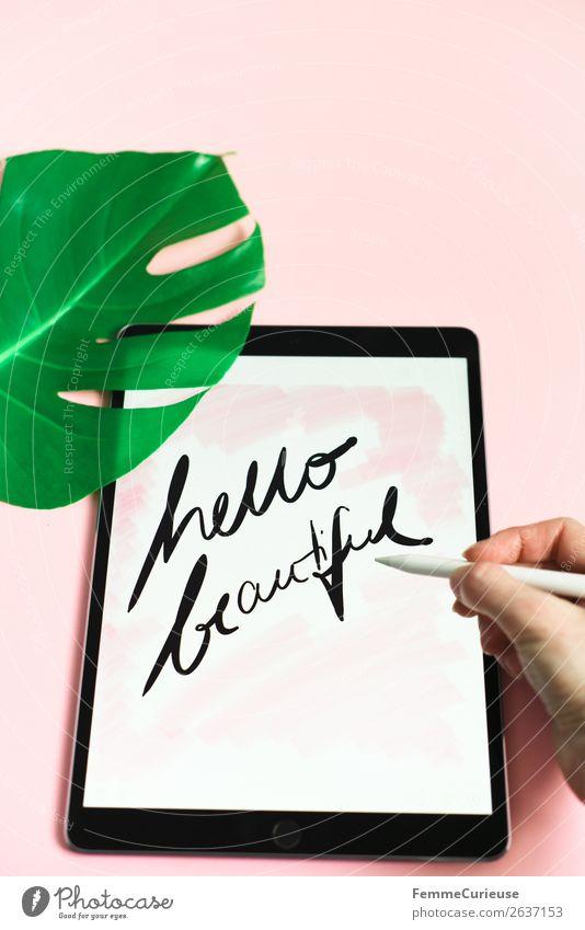 """Tablet with a handwritten """"hello beautiful"""" on pink background schön grün Hand Lifestyle rosa Design modern Kommunizieren Technik & Technologie Kreativität"""