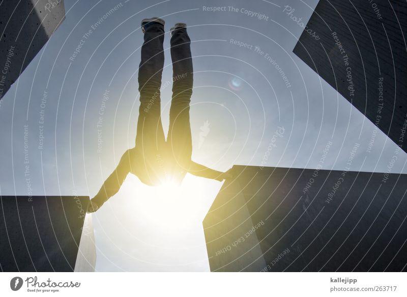 rocketman Mensch maskulin Körper 1 toben Turnen Beton aufwärts aufsteigen schwingen sportlich Sonne Farbfoto Außenaufnahme Licht Schatten Kontrast Silhouette