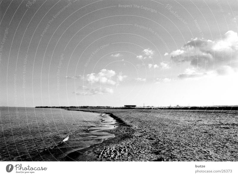 an da Strand Wolken Meer dunkel Ostsee Schwarzweißfoto