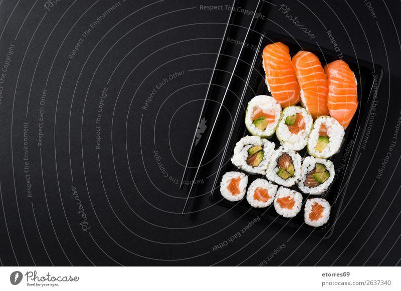 Japanisches Essen: Maki und Nigiri Sushi Set Lebensmittel Gesunde Ernährung Foodfotografie Japaner Reis Fisch Lachs Meeresfrüchte Brötchen Mahlzeit Teller maki