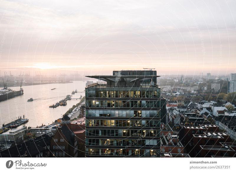 Hamburg Ferien & Urlaub & Reisen Stadt Bewegung Horizont Verkehr Perspektive Energie Geschwindigkeit planen Hafen Stadtzentrum Schifffahrt Reichtum Verkehrswege