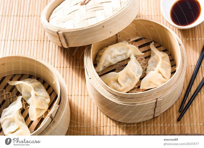 Knödel oder Gyoza auf traditionellem Dampfgarer serviert. Japanisch Japaner Chinesisch Chinese Orientalische Küche Lebensmittel Gesunde Ernährung Foodfotografie