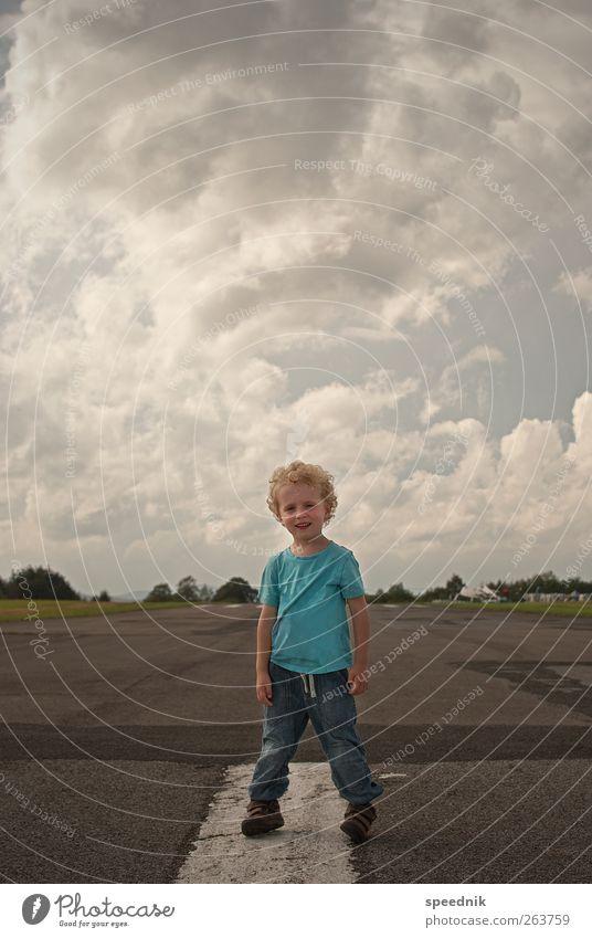 Hey Dude —ready for Take-off Ausflug Ferne Freiheit Sommer Kind Mensch maskulin Kleinkind Junge Kindheit Körper 1 3-8 Jahre Himmel Wolken Sonnenlicht