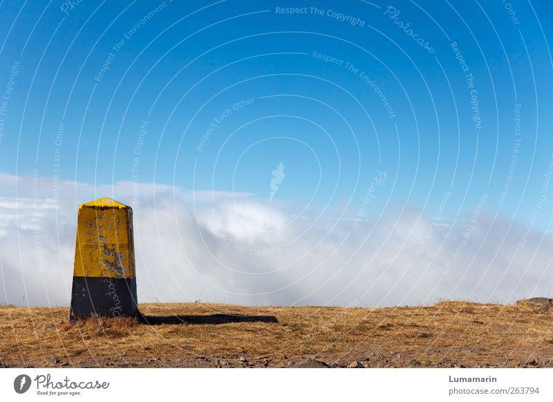 Wendepunkt Himmel Wolken Einsamkeit Ferne Umwelt Landschaft oben Freiheit Erde Luft Horizont Schilder & Markierungen hoch groß Beginn