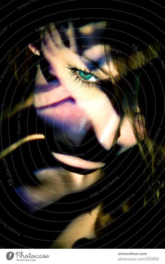 projektion 1 Mensch Surrealismus Projektor Projektion Licht Schatten Farbe Auge grün Farbfoto