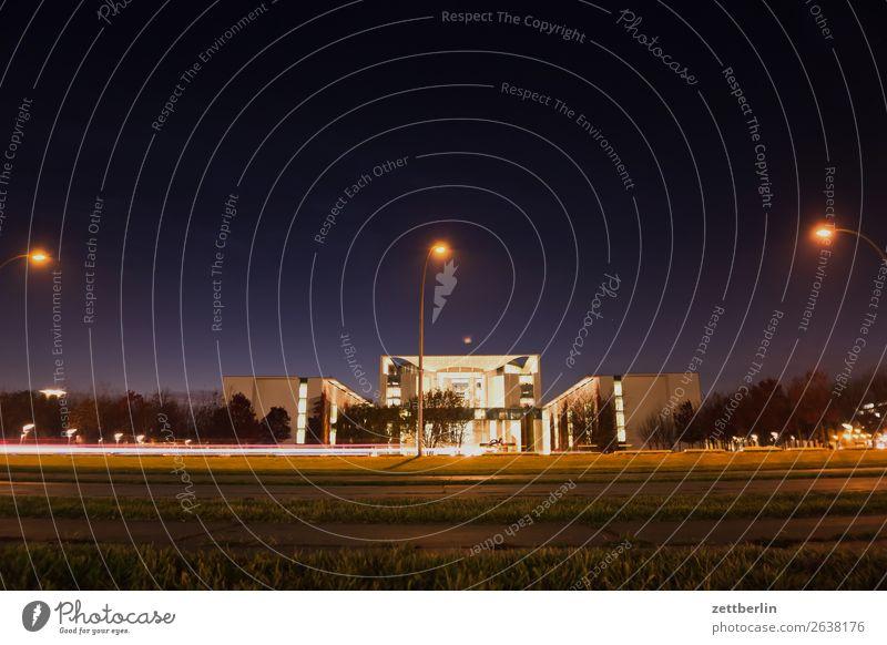 Bundeskanzlerinamt Architektur Berlin Bundeskanzler Amt Deutscher Bundestag Deutschland dunkel Dämmerung Hauptstadt Nacht Parlament Regierung Regierungssitz
