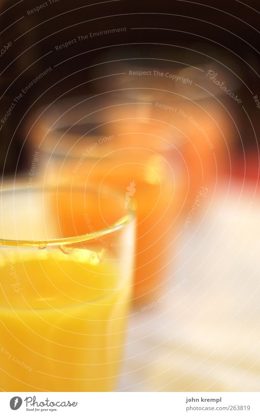Vielsafttrank rot Freude gelb kalt Feste & Feiern Glas glänzend süß Getränk Tropfen trinken Frühstück Durst Saft sauer
