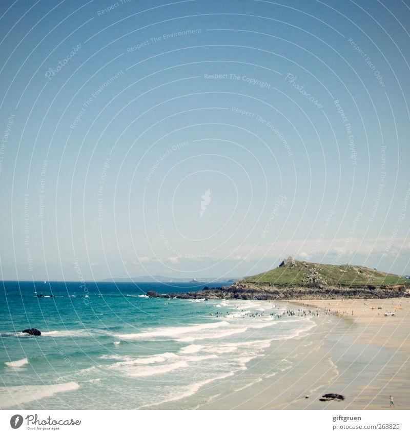 st. ives Umwelt Natur Landschaft Urelemente Sand Wasser Himmel Schönes Wetter Hügel Berge u. Gebirge Wellen Küste Strand Meer Insel blau Cornwall Großbritannien