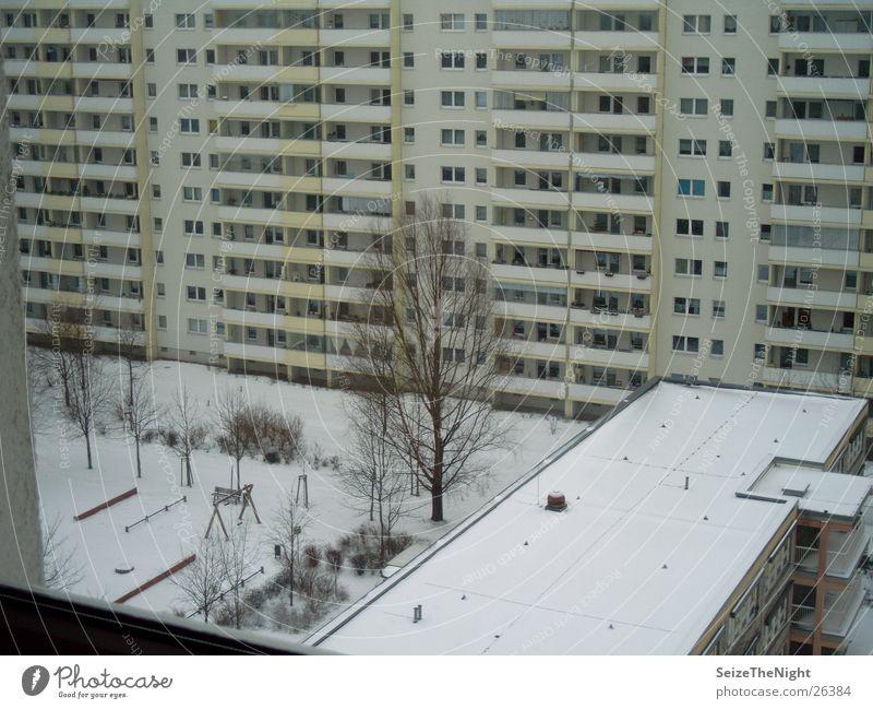 Fensterblick Winter Häusliches Leben Kindergarten Plattenbau Wohnhochhaus