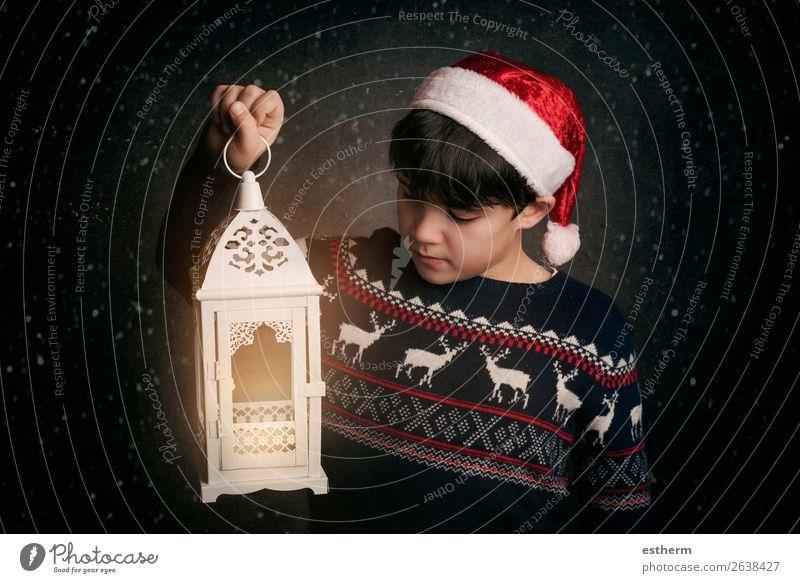 Glückliches Kind an Heiligabend Lifestyle Freude Winter Feste & Feiern Weihnachten & Advent Silvester u. Neujahr Mensch maskulin Kleinkind Junge Kindheit 1