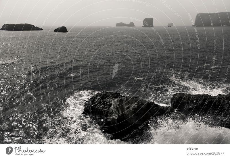 V I K Natur Landschaft Wasser Horizont Felsen Wellen Küste Bucht Riff Meer Insel ruhig Abenteuer Einsamkeit Erholung Ferien & Urlaub & Reisen Brandung