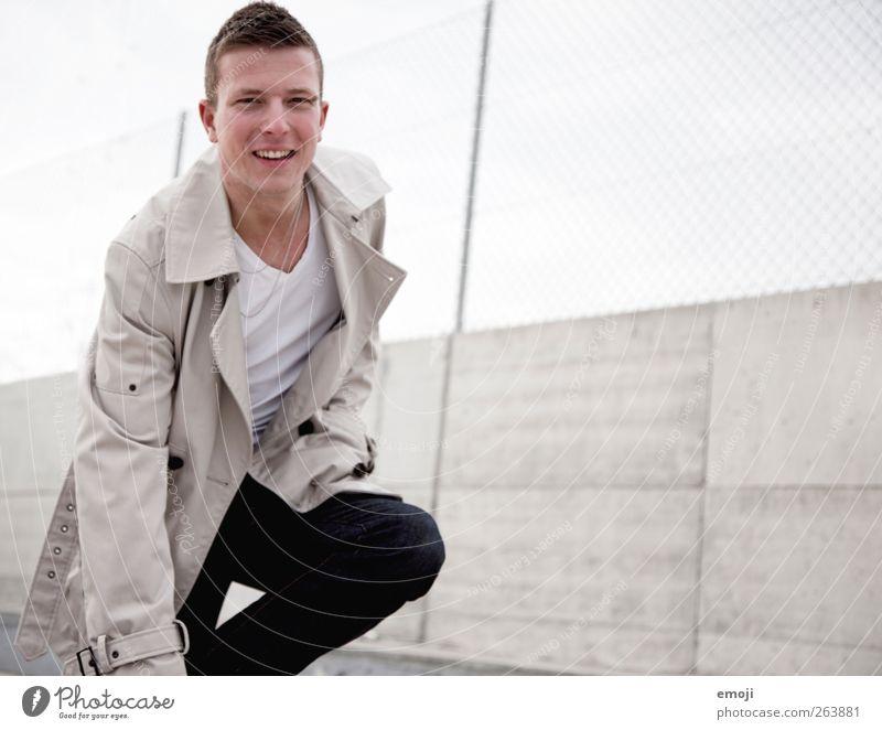 *g* Mensch Jugendliche schön Erwachsene lachen Mode maskulin Fröhlichkeit authentisch 18-30 Jahre Freundlichkeit Junger Mann Jacke Mantel