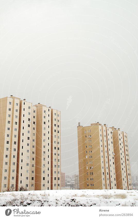 Anatolischer Winter Himmel weiß Stadt Winter Haus gelb kalt Schnee Schneefall Beton Hochhaus trist Hauptstadt schlechtes Wetter Stadtrand Ankara