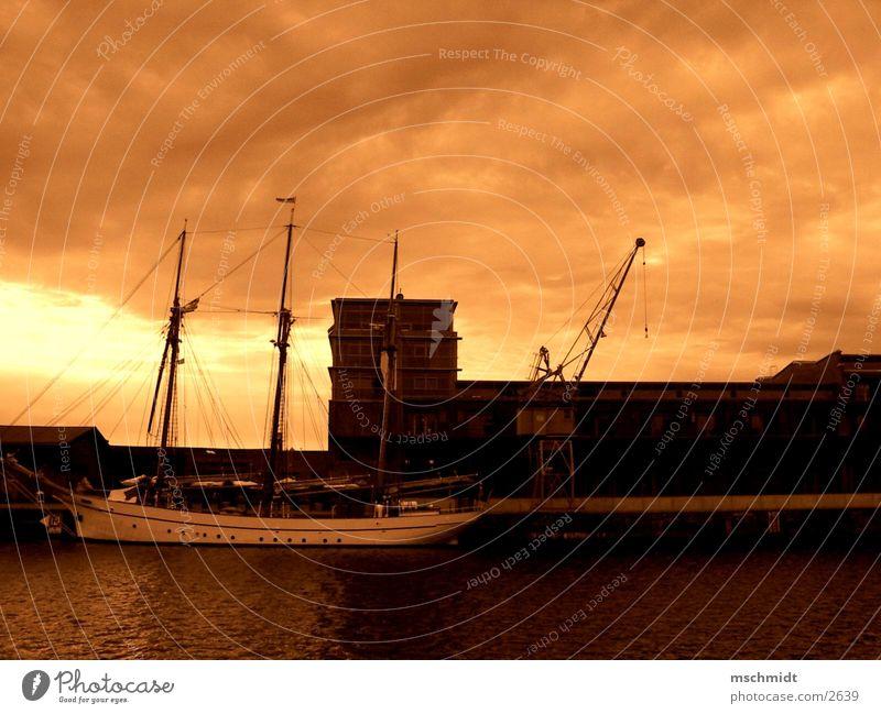 media docks lübeck Wasser Wasserfahrzeug Hafen Kran Sepia Lübeck