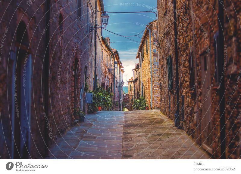 Kleines Dorf in der Toskana Ferien & Urlaub & Reisen Tourismus Ausflug Italien Europa Stadtzentrum Menschenleer Haus Bauwerk Gebäude Architektur Mauer Wand