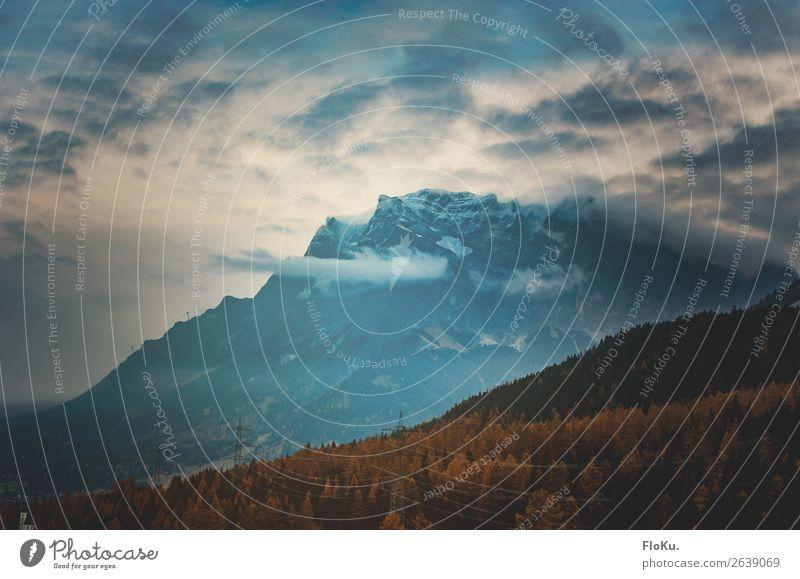 Die Zugspitze im Herbst Ferien & Urlaub & Reisen Tourismus Abenteuer Sightseeing Umwelt Natur Landschaft Urelemente Luft Himmel Wetter Alpen Berge u. Gebirge