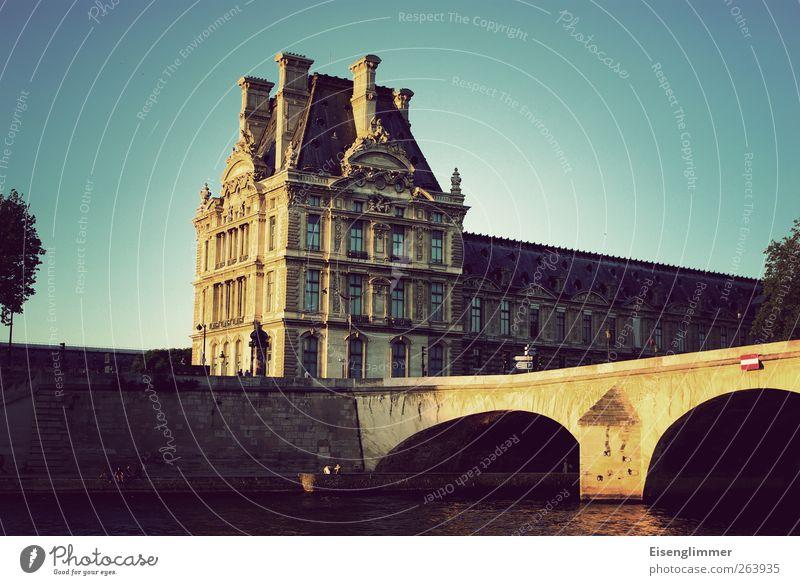 Paris im Mai Frankreich Europa Hauptstadt Altstadt Brücke Architektur Mauer Wand alt ästhetisch historisch Seine Fluss Gebäude Farbfoto Außenaufnahme