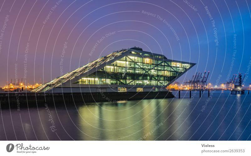 Dockland III Hafenstadt Bauwerk Gebäude Architektur Treppe Terrasse Sehenswürdigkeit Wahrzeichen ästhetisch außergewöhnlich dunkel skurril Nacht