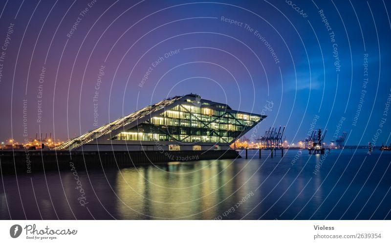 Dockland VIII Hafenstadt Bauwerk Gebäude Architektur Treppe Terrasse Sehenswürdigkeit Wahrzeichen ästhetisch außergewöhnlich dunkel skurril Nacht