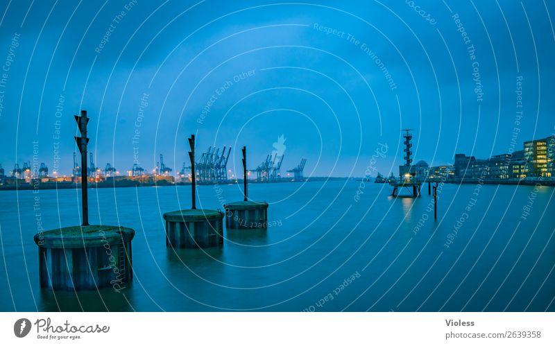 silent harbour..... Hafenstadt Wasserfahrzeug außergewöhnlich Coolness Kitsch blau Hamburg Elbe Dämmerung Boje Farbfoto Außenaufnahme Abend Langzeitbelichtung