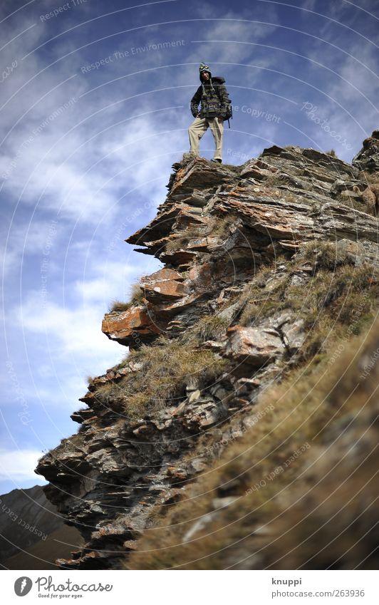 auf dem Weg zum Gipfel Mensch Himmel Mann Jugendliche blau Ferien & Urlaub & Reisen Erwachsene Landschaft Leben Herbst Berge u. Gebirge oben Freiheit Gras