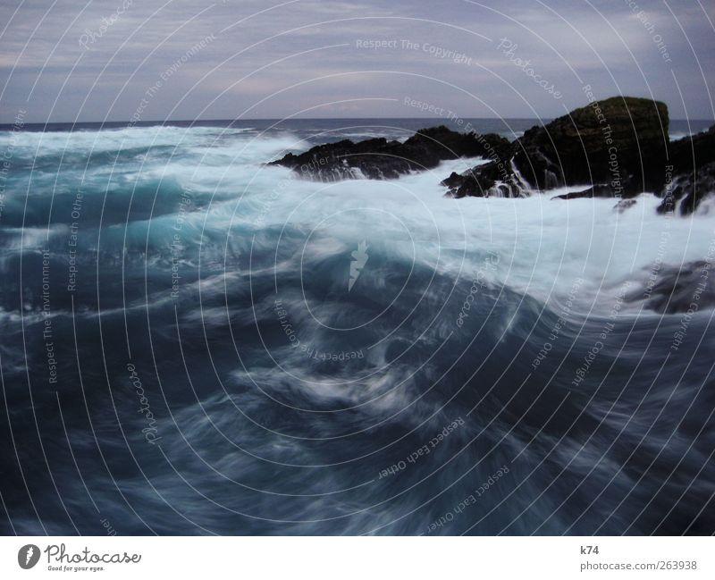 raue see II Umwelt Natur Urelemente Wasser Himmel Horizont Unwetter Wind Sturm Wellen Küste Riff Nordsee Ostsee Meer Stein kalt stark wild blau Kraft Ferne
