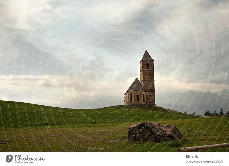 Kirchlein auf Hügel II (St. Kathrein) Natur Landschaft Himmel Wolken Sommer Berge u. Gebirge Hafling Südtirol Kirche Sehenswürdigkeit Wahrzeichen alt Glaube
