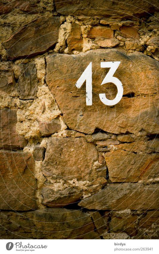 jetzt schlägts 13 Mauer Wand Stein Metall Zeichen Ziffern & Zahlen Schilder & Markierungen Glück Hausnummer Natursteinfassade Fuge Volksglaube Kontrast
