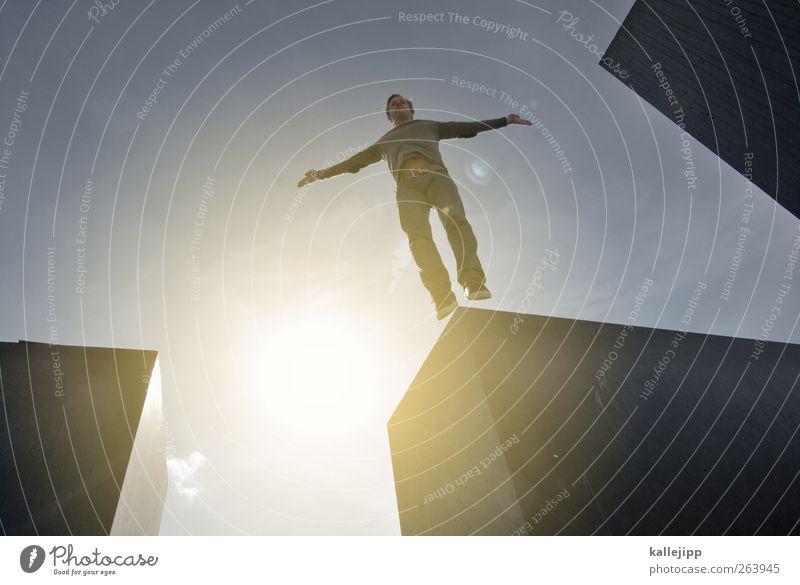 sprungverbotszone Mensch maskulin Mann Erwachsene Leben Körper 1 Denkmal springen Holocaustgedenkstätte Block Farbfoto Außenaufnahme Licht Schatten Kontrast